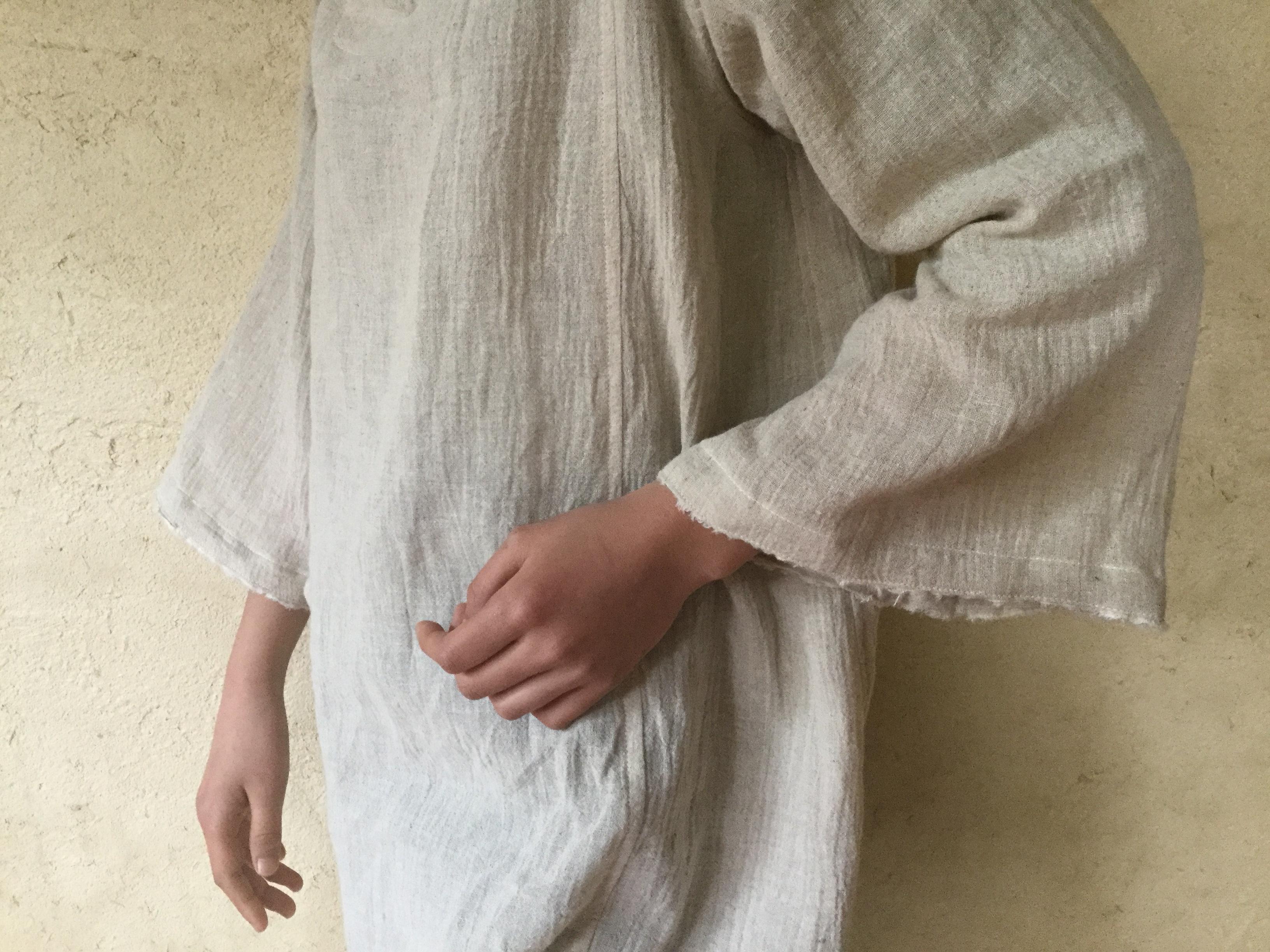 ブルガリアヘンプの伝統服から新作上衣の制作プロセス